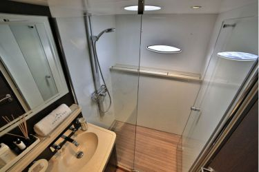 "Galanthea 65 ""World's End"" -  Ensuite"