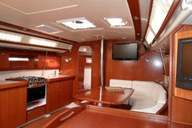 Dufour 425 Saloon/ Galley