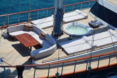 Blue Heaven top deck hot tub