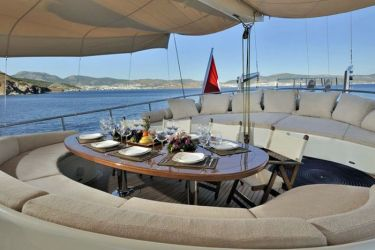 Dolce Mare afterdeck lounge