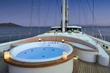 Dolce Mare fordeck jacuzzi