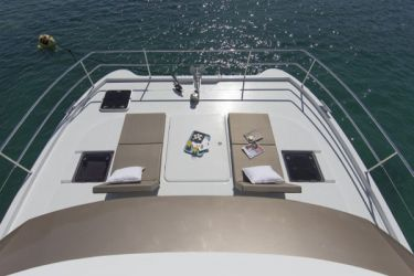 Fountaine Pajot MY37 forward sun deck