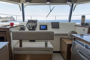 Fountaine Pajot MY37 helm station