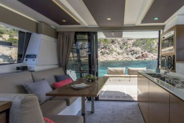 Fountaine Pajot MY37 main saloon