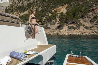 Fountaine Pajot MY37 swim deck