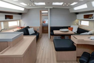 Oceanis 51.1 saloon looking forward